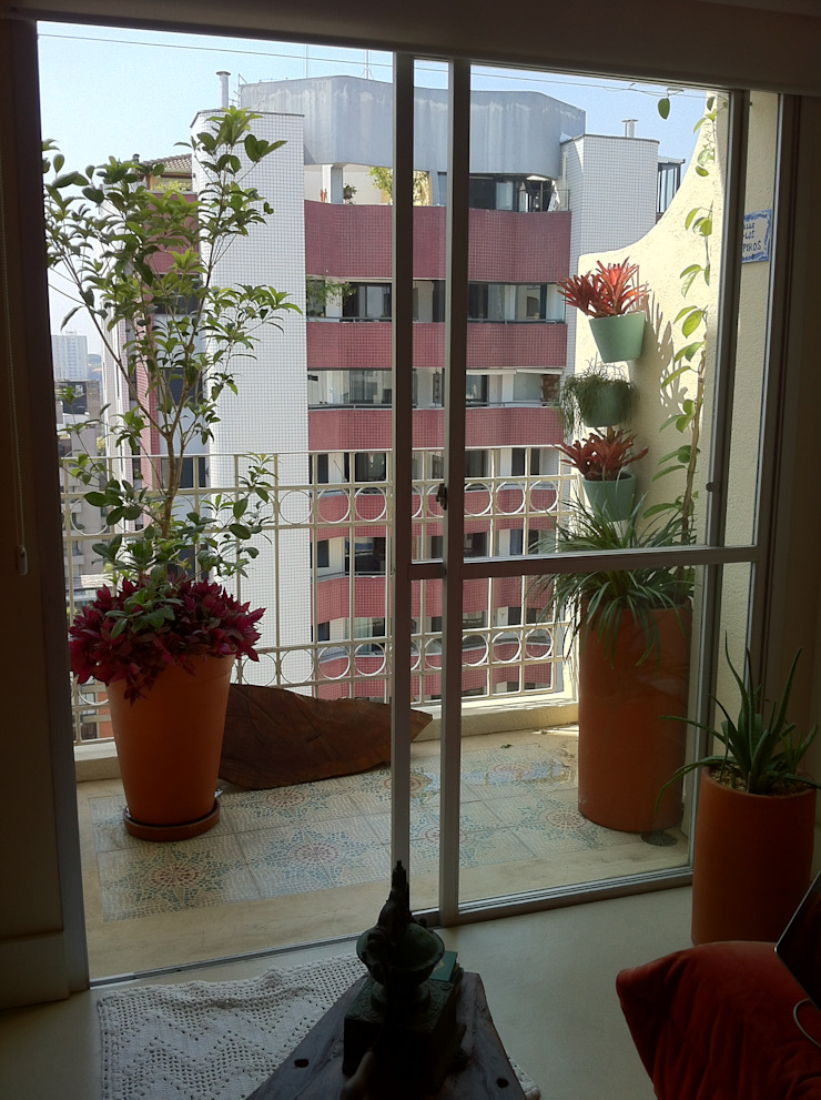 Renata Villar Paisagismo e Arranjos Florais Rustic style balcony, veranda & terrace
