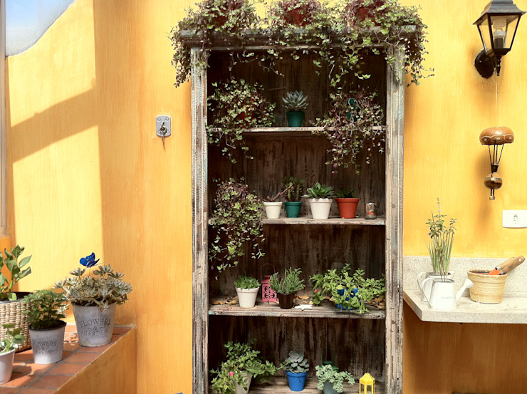 Renata Villar Paisagismo e Arranjos Florais Balcone, Veranda & Terrazza in stile rustico