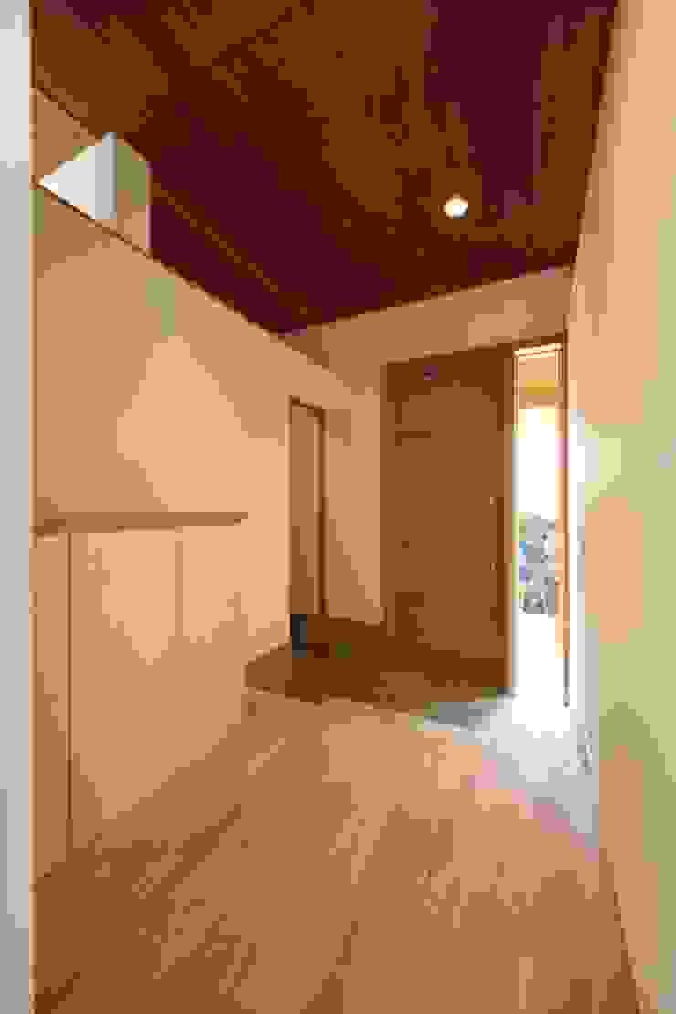 長配の家 北欧スタイルの 玄関&廊下&階段 の 加門建築設計室 北欧