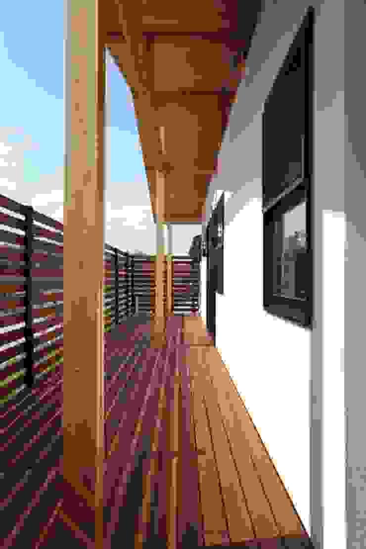 Balkon, Beranda & Teras Klasik Oleh 加門建築設計室 Klasik
