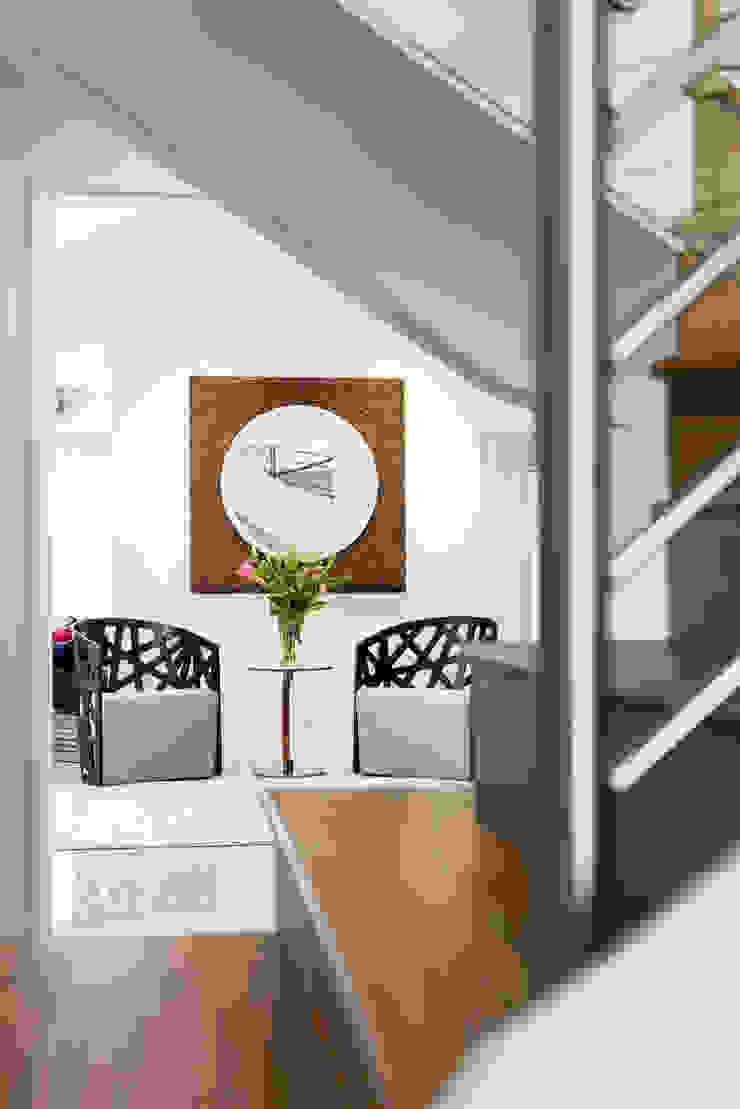 Looking through to the family area von Moda Interiors