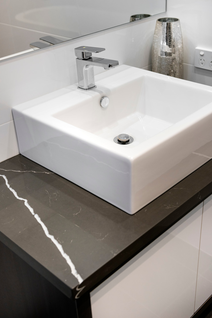 Bathroom von Moda Interiors