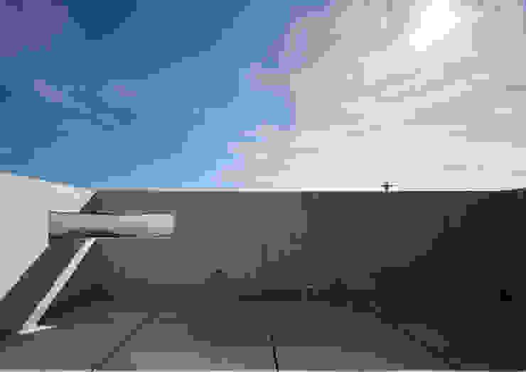 모던스타일 발코니, 베란다 & 테라스 by atelier m 모던 철근 콘크리트