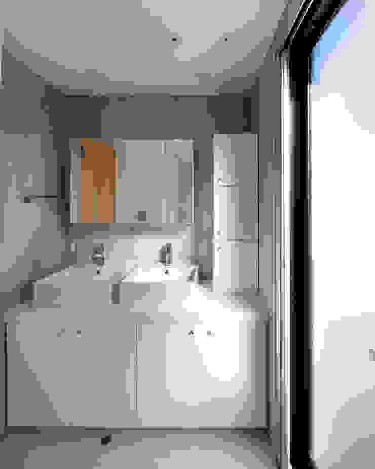 一級建築士事務所アトリエm Modern style bathrooms Reinforced concrete White