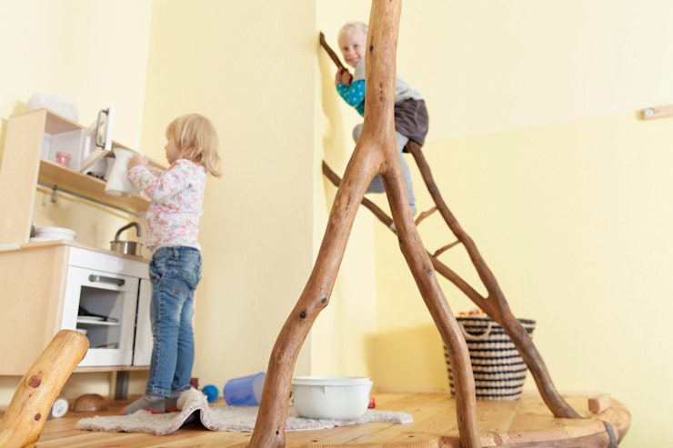 Kleine Spielecke Skandinavische Kinderzimmer von Badabaum Skandinavisch
