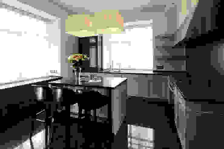 Modern kitchen by Архитектурное бюро Бахарев и Партнеры Modern