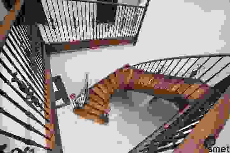 Iver 經典風格的走廊,走廊和樓梯 根據 Smet UK - Staircases 古典風