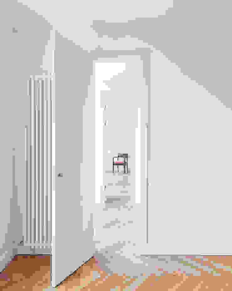 Gisbert Pöppler Architektur Interieur Koridor & Tangga Modern White