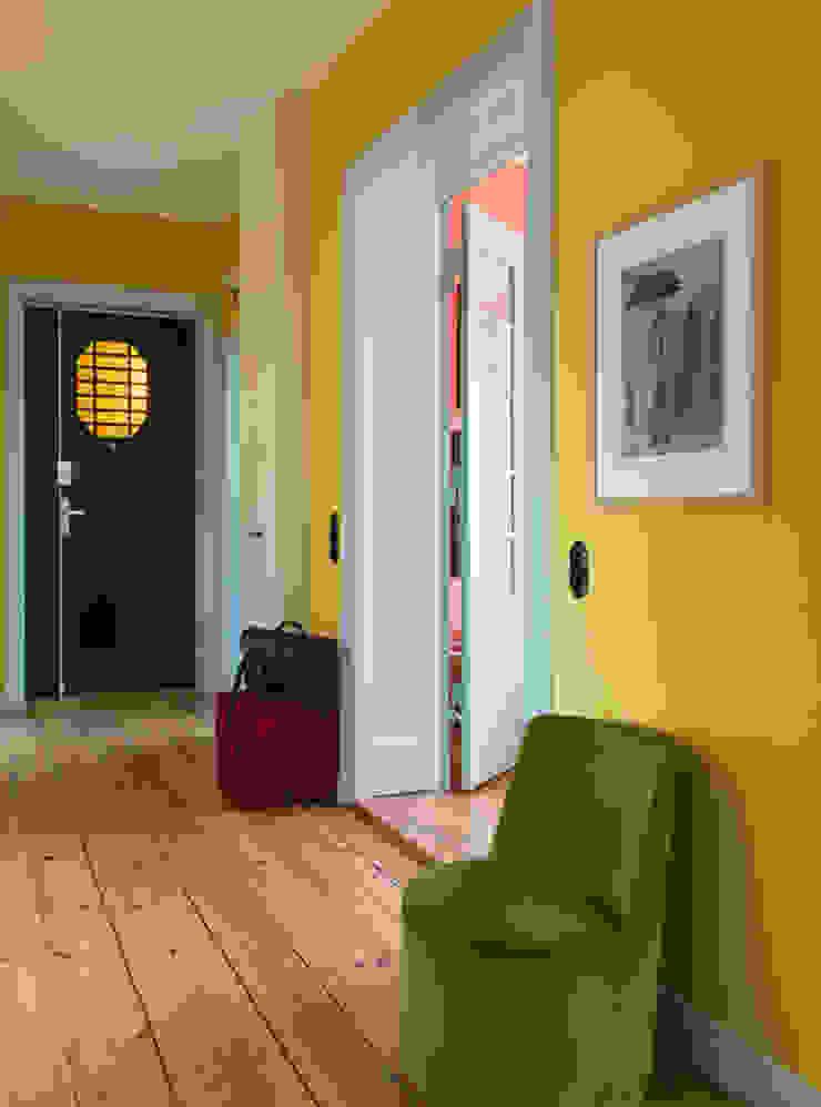 Modern Corridor, Hallway and Staircase by Gisbert Pöppler Architektur Interieur Modern