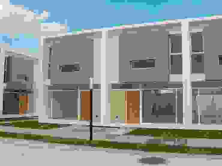 Vista desde Patio Central Casas modernas: Ideas, imágenes y decoración de Poggi Schmit Arquitectura Moderno