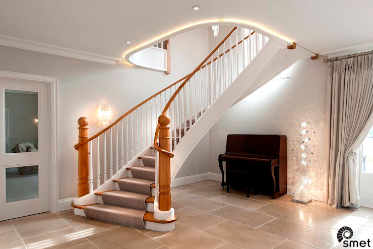 Essex Classic style corridor, hallway and stairs by Smet UK - Staircases Classic
