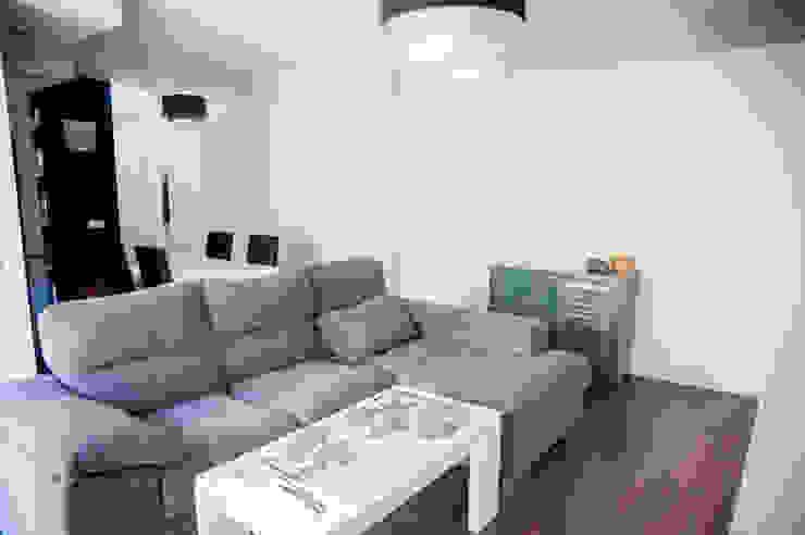 Salas de estar modernas por Arquigestiona Reformas S.L. Moderno