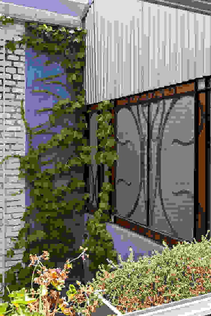 Industrial style windows & doors by Pop Arq Industrial
