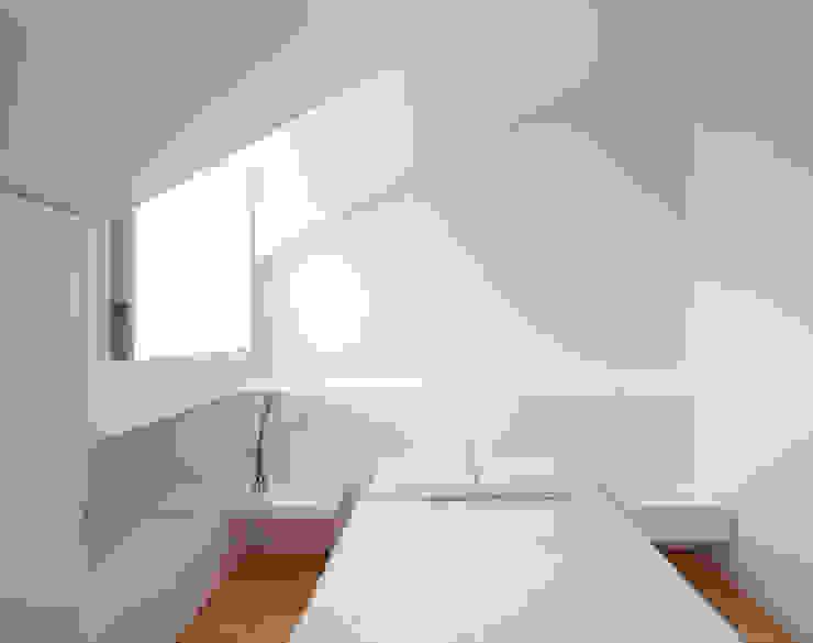 obra final - interior Quartos minimalistas por Ricardo Caetano de Freitas | arquitecto Minimalista