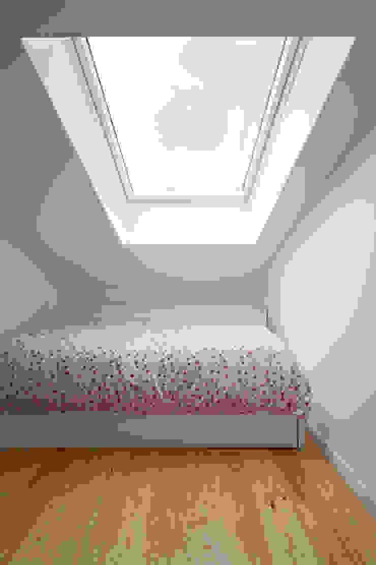 casa PAC Quartos de criança minimalistas por Ricardo Caetano de Freitas | arquitecto Minimalista