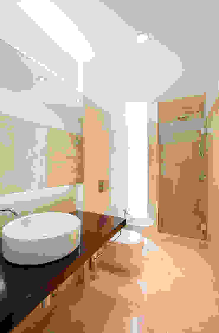 obra final - interior Casas de banho minimalistas por Ricardo Caetano de Freitas | arquitecto Minimalista