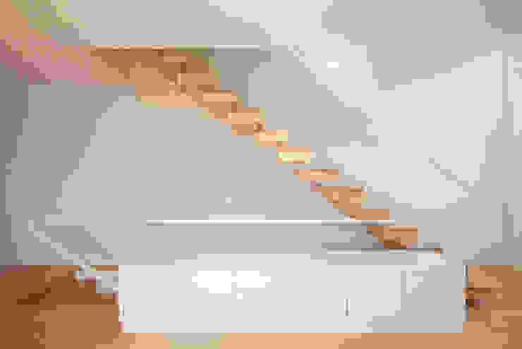 obra final - interior Corredores, halls e escadas minimalistas por Ricardo Caetano de Freitas | arquitecto Minimalista