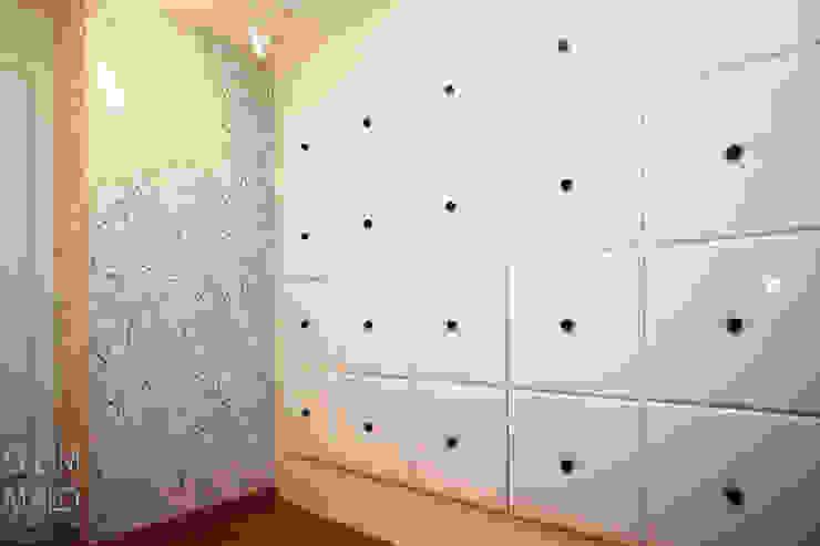 Habitación almacenaje Vestidores de estilo moderno de Gemmalo arquitectura interior Moderno Bambú Verde