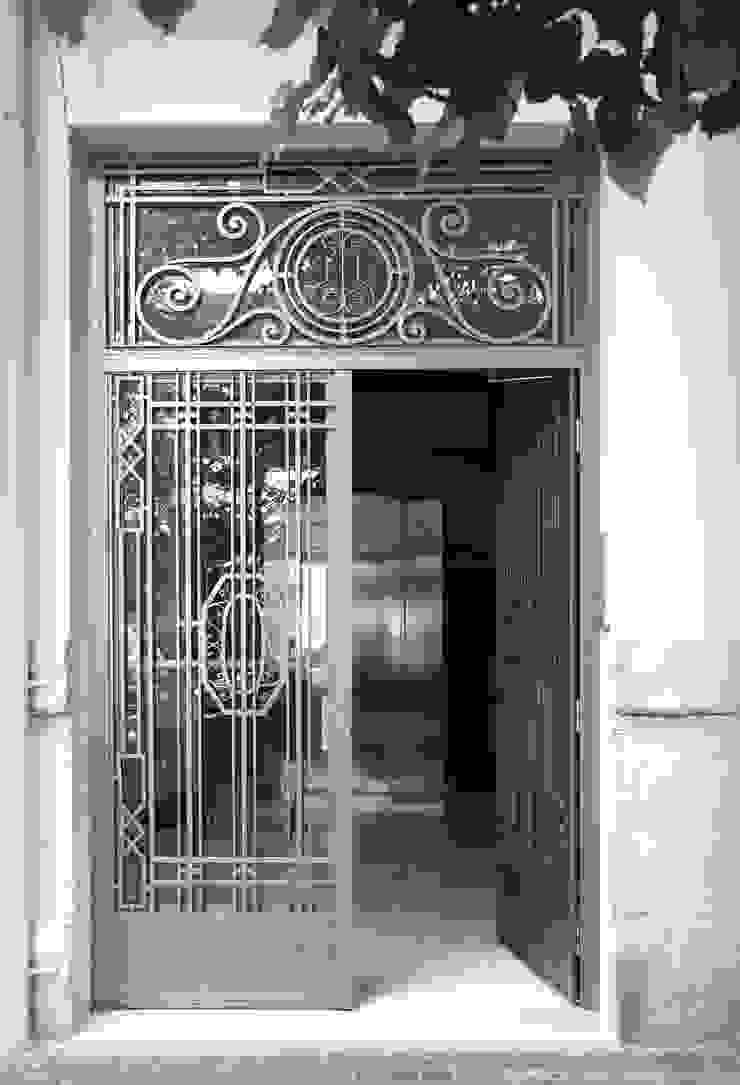 Rehabilitación en Comunidad Propietarios _ Zona Ensanche_Valencia Casas de estilo clásico de estudio de interiorismo pilar Gimeno Clásico Hierro/Acero