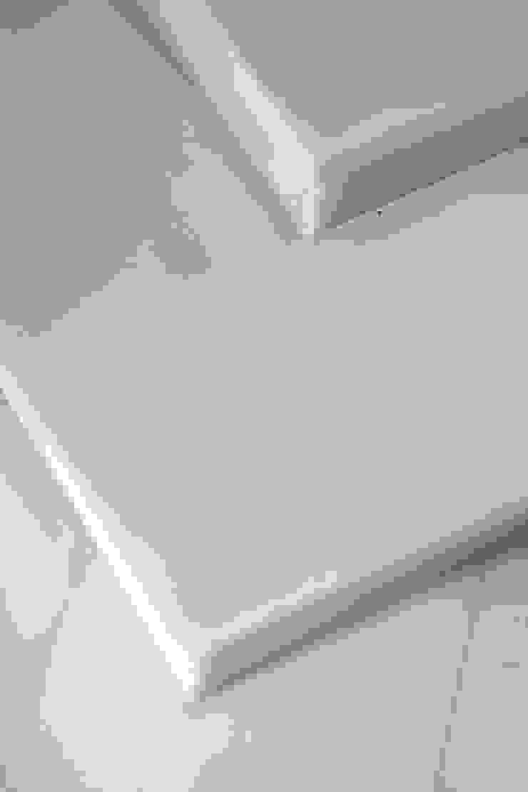 Rehabilitación en Comunidad Propietarios _ Zona Ensanche_Valencia Pasillos, vestíbulos y escaleras de estilo clásico de estudio de interiorismo pilar Gimeno Clásico Hierro/Acero