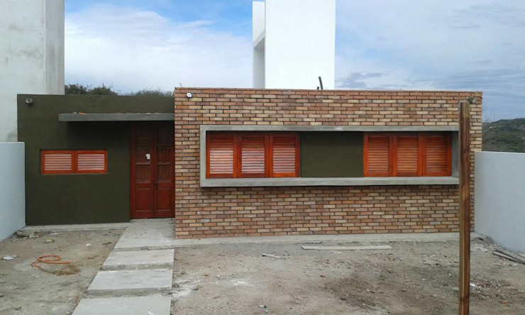 Houses by Q R Arquitectura, Country Bricks