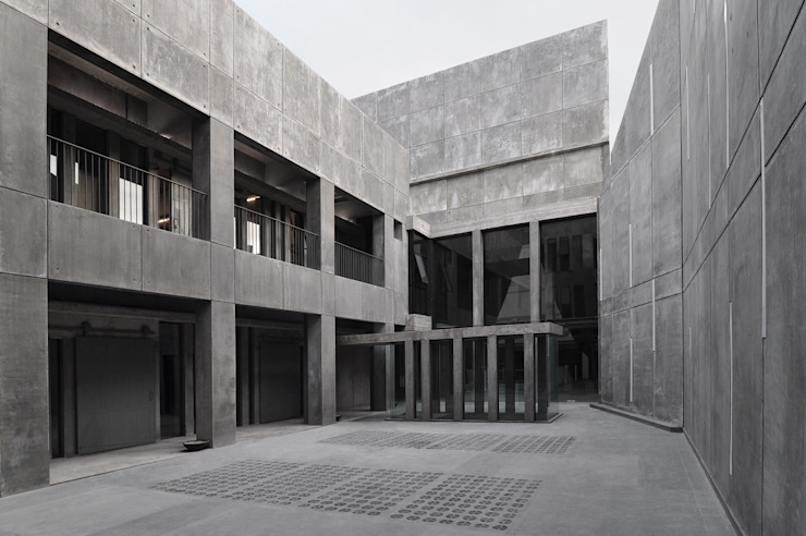 PATIO CENTRAL Estudios y despachos modernos de Ramiro Zubeldia Arquitecto Moderno Concreto