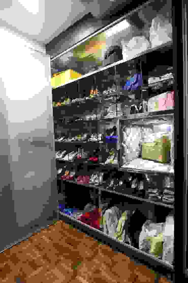 Shoe Cabinet Modern dressing room by Mind Studio Modern