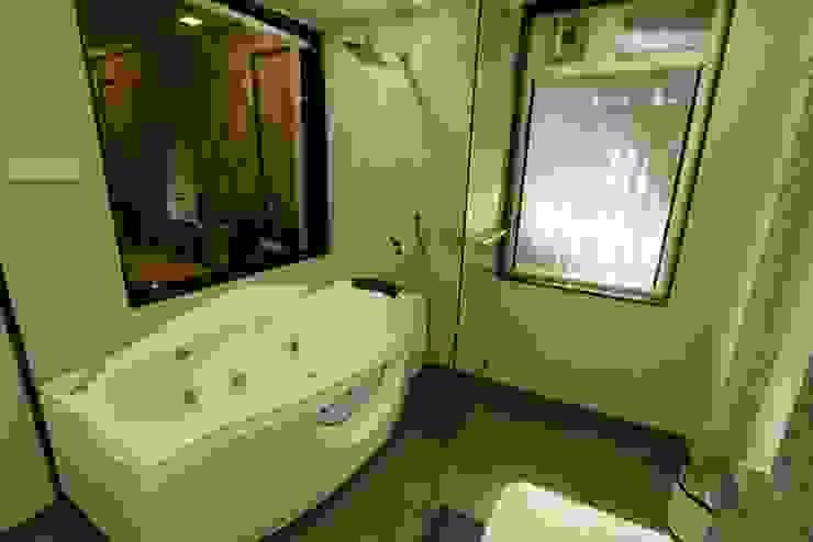Guest Toilet Modern bathroom by Mind Studio Modern