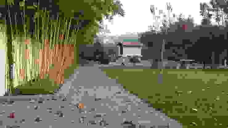 Pavê de jardim, Junta Drenante Paredes e pisos modernos por Amop Moderno