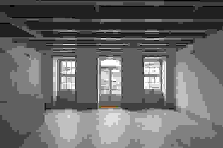 Casa das Gelosias Salas de estar ecléticas por Marta Campos - Arquitectura, Reabilitação e Eficiência Energética Eclético
