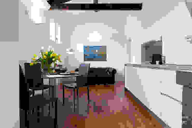 Salas modernas de federica basalti home staging Moderno