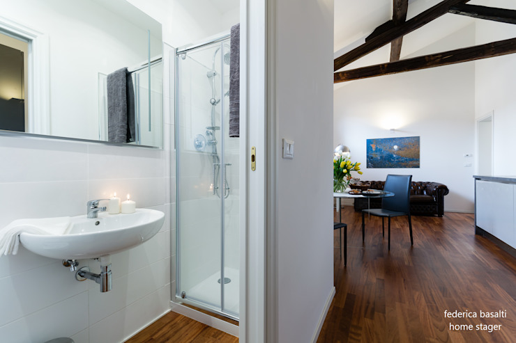 Baños de estilo  por federica basalti home staging, Moderno