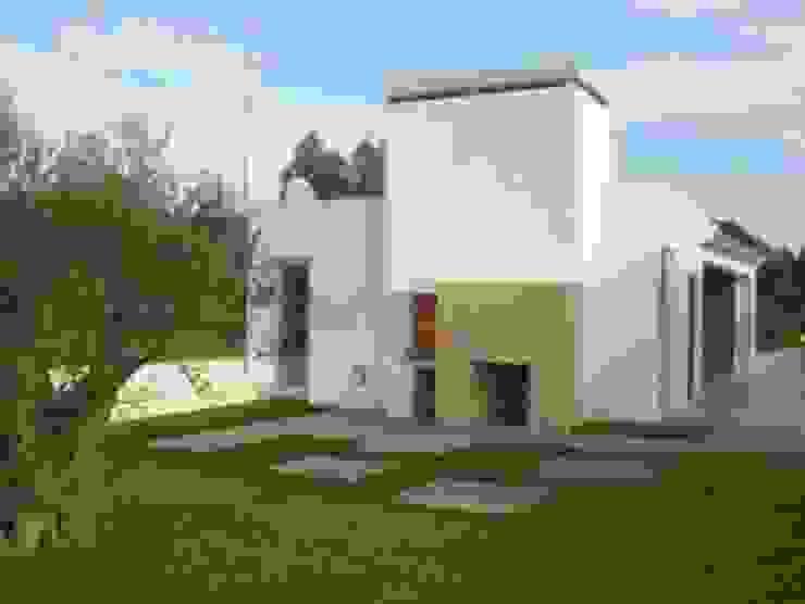 Tosco Brick Paredes e pisos modernos por Amop Moderno
