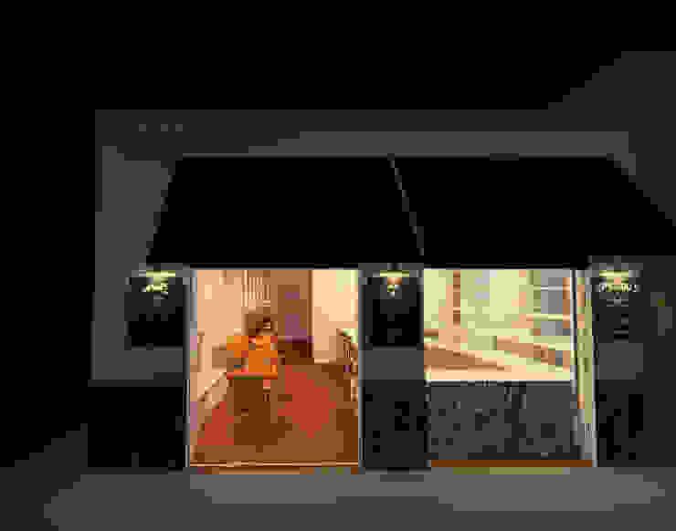 Fachada Casas modernas de Profesionales Especialistas Moderno
