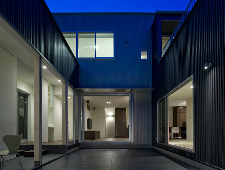 有限会社 橋本設計室 Modern style gardens Metallic/Silver