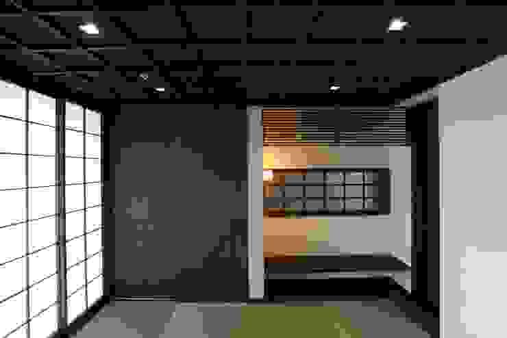 落ち着きのある和室 和風デザインの 多目的室 の 有限会社 橋本設計室 和風