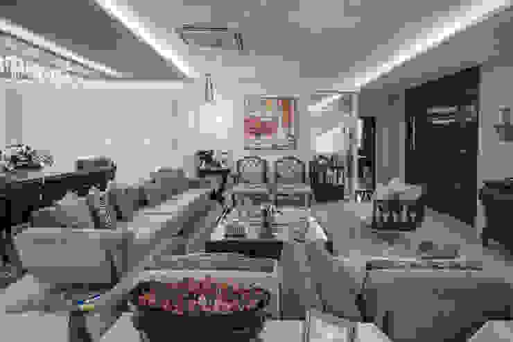 Heloisa Titan Arquitetura Salones de estilo clásico Ámbar/Dorado