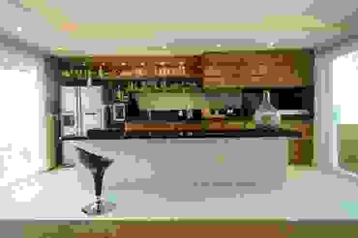 Modern Dining Room by João Linck | Arquitetura Modern