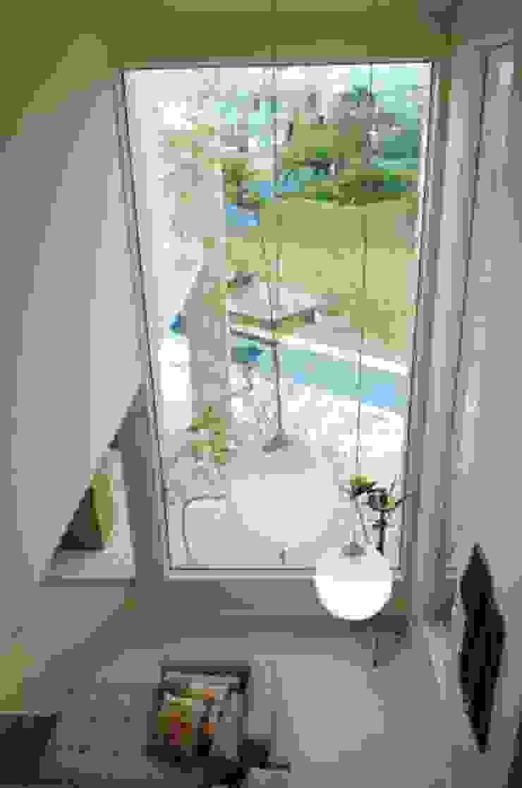 João Linck | Arquitetura Modern corridor, hallway & stairs