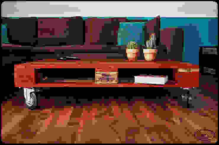 Couchtisch Europalette Irekholzart rot/gebrannt von IrekHolzArt Rustikal Holz Holznachbildung