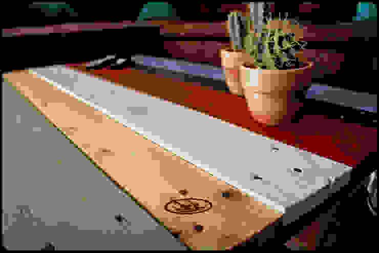 Couchtisch Europalette Irekholzart bunt von IrekHolzArt Rustikal Holz Holznachbildung