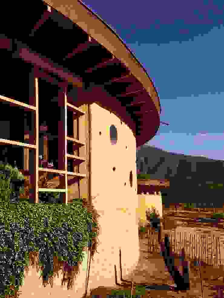 ALIWEN arquitectura & construcción sustentable - Santiago Single family home Brown