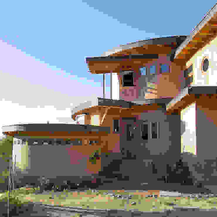 Fachada de ALIWEN arquitectura & construcción sustentable - Santiago Rústico