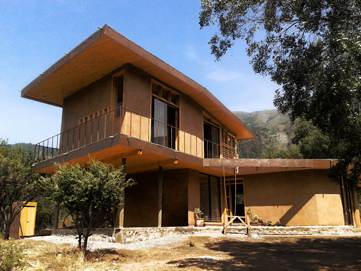 Nhà gia đình by ALIWEN arquitectura & construcción sustentable - Santiago