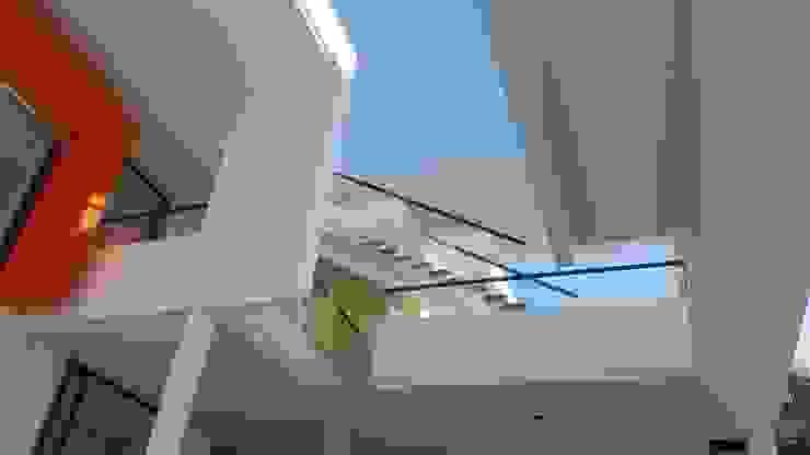 Perspectiva de acceso a terraza mirador Casas modernas: Ideas, imágenes y decoración de homify Moderno Hormigón