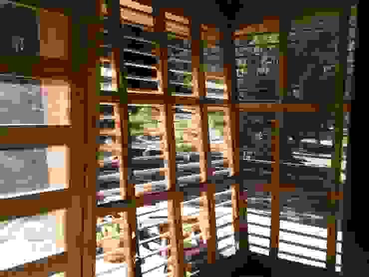 Ventanas: Ventanas de madera de estilo  por ALIWEN arquitectura & construcción sustentable - Santiago, Moderno