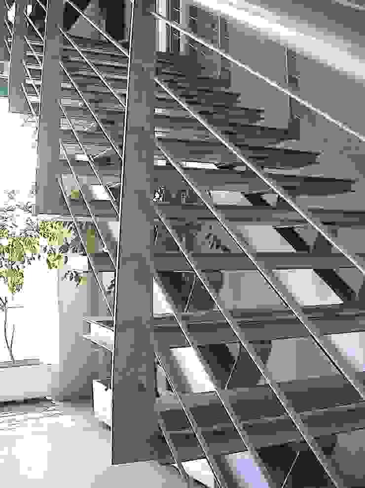 Ampliación y remodelación de Centro de Distribución PRE – UNIC por ALIWEN Pasillos, vestíbulos y escaleras modernos de ALIWEN arquitectura & construcción sustentable - Santiago Moderno