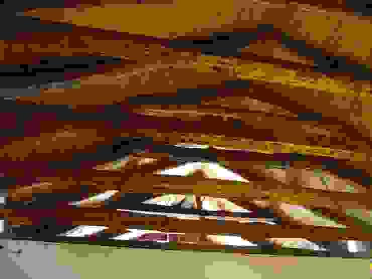 Techo Livings de estilo colonial de ALIWEN arquitectura & construcción sustentable - Santiago Colonial