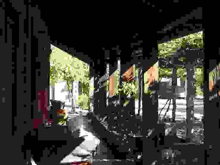 Entrada ALIWEN arquitectura & construcción sustentable - Santiago Pasillos, vestíbulos y escaleras coloniales