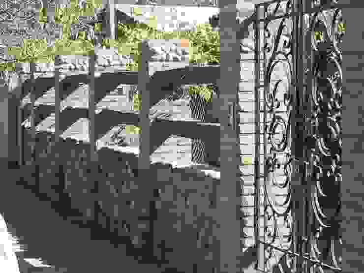 Entrada Paredes y pisos de estilo colonial de ALIWEN arquitectura & construcción sustentable - Santiago Colonial